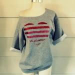 T-shirt con cuore glitterato